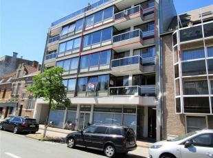 Dit lichtrijke appartement bevindt zich op de 3e verdieping waardoor er veel natuurlijk licht is. <br /> Het appartement beschikt over een ruime inkom