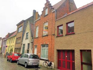 Instapklaar duplexappartement met goeie bereikbaarheid in het centrum van Brugge dichtbij Expresweg, openbaar vervoer, scholen en winkelaangelegenhede