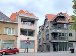 Luchtig en ruim appartement op de markt van Torhout. <br /> Dit appartement omvat een lift, inkomhal, woonkamer met open keuken en zicht op het zonnig