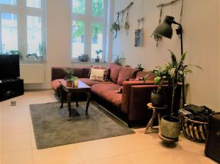 Verzorgd gelijkvloers appartement in een instapklare staat. <br /> Gelijkvloers appartement bestaande uit klare living voorzien van optrekgordijnen, o