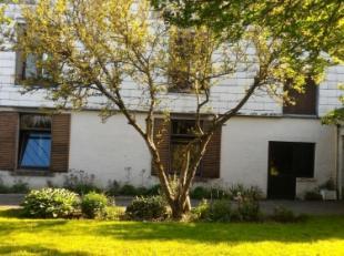Huis/half open bebouwing, te renoveren (+- 458m² in totaal/+- 244m² woonoppervlakte) met grote garage (4 autostaanplaatsen), ruime parking e