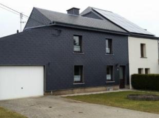 Deels vrijstaande woning (3 slaapkamers, +-140m² woonopp.), met garage, tuin en terras, gelegen nabij de lE411.Indeling van deze woonst :Gelijkvl