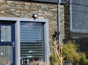 Deels vrijstaande woning (+- 52m² bewoonbare oppervlakte, +- 52m² in totaal) met aan de voorzijde van de woning een koer, op 71 centiare, ge