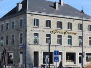 Vaste HÔTEL en pierres du pays avec restaurant, brasserie (à rénover), spacieuse terrasse et grand garage, (rez-de-chaussée