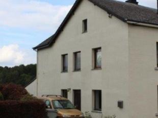 Zeer klaarvol huis/half open bebouwing (+- 92m² woonoppervlakte/+- 180m² in totaal), beschikkende over 2 garages en een tuin, op 2 are en 89