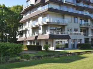 Dit prachtig appartement gelegen op het vierde verdiep van Residentie De Steelander heeft alles om u te bekoren.Luxueus wonen in een rustige en groene