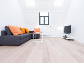 Ontdek deze prachtige duplex 2 SLPkamers + kantoor space van +/- 145m ² na volledige renovatie. Ruim, licht en luchtig; Het zal u van elk oogpunt