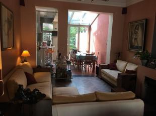 Dicht bij de basiliek, ontdek dit prachtige huis met 4 slaapkamers + prachtige tuin (Zuid). Ofwel lobby met zijn glazen deuren die toegang geven tot d