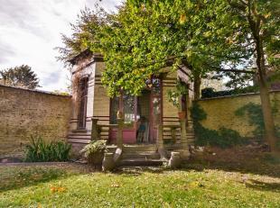 Omgeving Louise en Chatelain, ontdek dit ruime herenhuis met 680 m² met zijn prachtige tuin van 280 m² op het zuidwesten, aangevuld met een