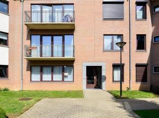In een mooie rustig en veilig prive-clos, ontdek onze ruime begane grond 3 slaapkamers van 153 m² met een prachtige tuin van 350 m² (NW). Of