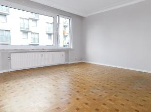 Quartier Tamaris, découvrez cet appartement 1ch avec sa terrasse arrière. Soit hall d'entrée marbré desservant toute