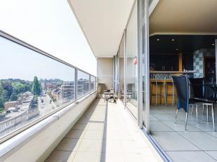 Machtens gebied, dicht bij alle voorzieningen, ontdek dit leuke 3 kamers appartement met twee terrassen. Grote hal met een grote en lichte woonkamer e