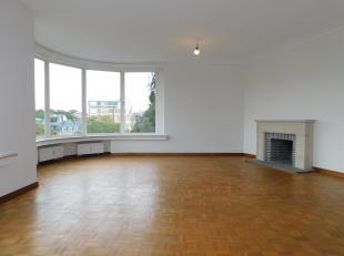 A deux pas des Etangs d'Ixelles, découvrez ce superbe appartement 2 chambres intégralement rénové au quatrième &eac