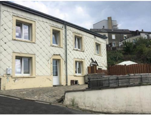Woning te koop in Neufchâteau, € 129.000
