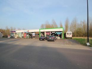 Magazijn/atelier/werkplaats/kantoren/winkel gelegen op de Leuvensebaan 308 te Sint-Agatha-Rode. Momenteel ingericht als motorzaak met woonst (appartem