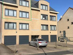 Zéér goed gelegen duplex appartement met 3 slaapkamers. Goed gelegen, met in de directe omgeving openbaar vervoer, winkels, scholen,… Me