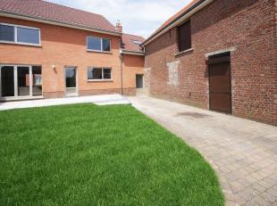 Belle maison rénovée située près du centre de Leefdaal, beau jardin, garage pour une voiture. Rez-de-chaussée: hall