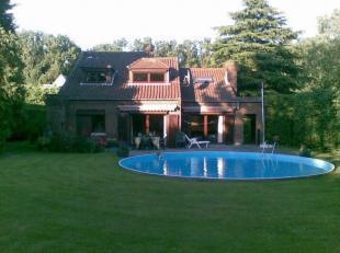 Charmante villa met verwarmd zwembad op 3 km van het centrum van Tervuren, tussen Brussel en Leuven. <br /> <br /> Gelijkvloerse verdieping: inkomhal