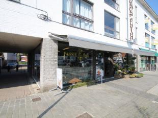 Ruim handelspand gelegen op het gemeenteplein van Keerbergen. Gelijkvloerse verdieping: +/- 100m² winkelruimte met verschillende raampartijen, ga