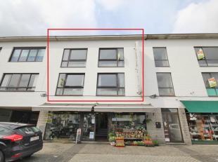 Triplex appartement met terras en zwembad gelegen op het gemeenteplein (centrum) van Keerbergen, klein gebouw, bouwjaar 1974. Eerste verdieping (met t