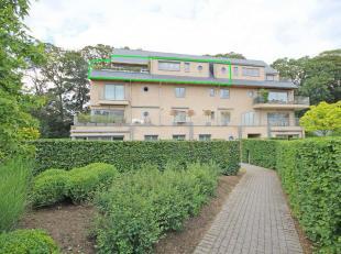 Luxueus en recent duplex appartement (bouwjaar 2010) met heel veel lichtinval, gelegen in hartje Tervuren. Het gebouw met de omliggende tuin is volled