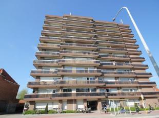 Bel appartement avec ascenseur au 5ème étage à Louvain. <br /> <br /> Hall d'entrée (9m²) avec toilette sépar&