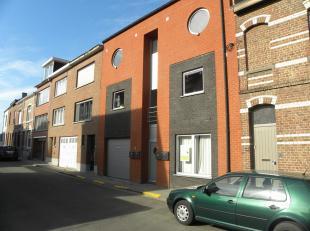 Mooi gelijkvloers appartement 87m² ruim terras en tuin. Perfecte ligging vlakbij Heverlee station, markt en vlakbij Leuven centrum. Inkomhal (5m&