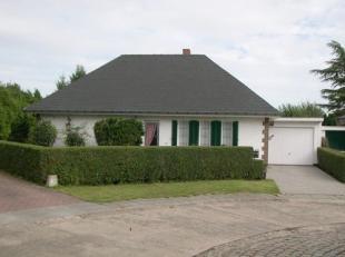 Rustig gelegen 4-gevel bungalow, gelegen op het einde van een doodlopende straat, doch nabij alle faciliteiten in Tervuren! Woning gelegen op een mooi