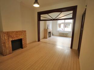 EN OPTION Maison entièrement rénovée dans le Centre de Louvain. <br /> <br /> Rez de chaussée : hall d'entrée, sall