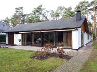 Goed onderhouden ruime bungalow/villa met 4 slaapkamers op 15are. Residentieel en centraal gelegen.
