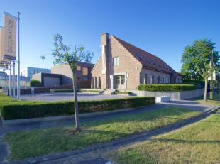 Deze villa ingericht als handelspand is gelegen op de belangrijkste inval weg te Rekkem. <br /> <br /> Deze eigendom bestaat uit: Winkel gedeelte van