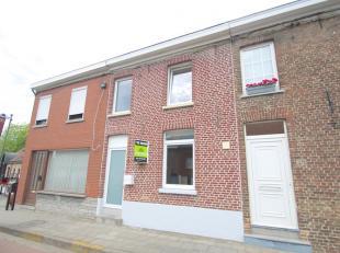 Gerenoveerde woning te huur te centrum Rekkem. Deze woning bestaat uit: Ruime inkom met apart toilet, Geïnstalleerde open keuken, ruime living. <