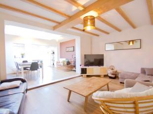 Deze ideale woning te Rekkem is landelijk en rustig gelegen. <br /> <br /> De woning werd in 2015 grotendeels volledig vernieuwd en bestaat uit: Inkom