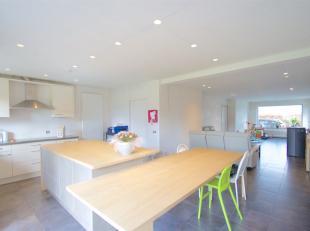 Cette villa bien située entièrement rénovée entre 2012 et 2017 est située sur une superficie de 1164 m². La ma