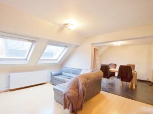 Cet appartement spacieux avec beaucoup de lumière naturelle est situé à 50m du marché de Lauwe.<br /> <br /> Il se compose