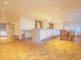 Luxueus appartement te koop te Rekkem. <br /> <br /> Dit appartement bestaat uit een open inkom, ruime ingerichte keuken met aparte berging voorzien v