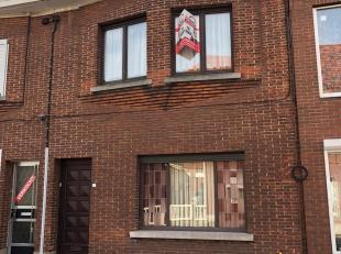 """Deze woning, gelegen aan de kant van """"De Katte"""" , is een interessante woning om te renoveren. Haar grote troef is de toegang aan de achterkant van de"""