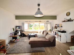 Dit appartement ligt in het geliefde Sint-Amandsberg, op wandelafstand van Campo Santo, buurtwinkels, station Dampoort, ... goede verbinding met openb
