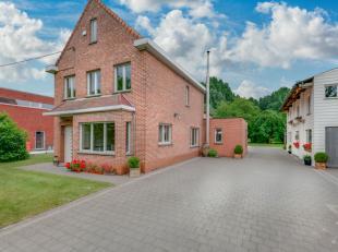 Als je op zoek bent naar een goed gerenoveerde woning op een groot perceel grond met aparte werkplaats, dan is deze woning zeker iets voor jou. We lei
