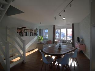 Deze lichtrijke en modern ingerichte duplex bevindt zich op de 2e en 3e verdieping in een kleinschalige residentie nabij het bruisende DOK NOORD en op