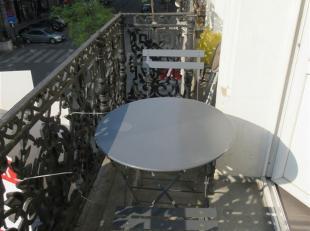 BRUXELLES, quartier Béguinage/ Antoine Dansaert, dans une jolie maison de caractère, superbe appartement de +/- 75m², comprenant: h