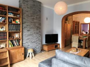 Zeer mooi licht appartement en in perfecte staat! Op de tweede verdieping van een klein gebouw zonder aanklacht, dit volledig gerenoveerde appartement