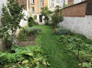 """Zeer groot huis van bijna 300 m2 met veel potentieel en een prachtige grote tuin van 135 m2 + werkplaats. Momenteel is dit huis """"eengezinswoning"""" verd"""