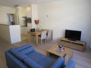 Mooi GEMEUBELD appartement gelegen op de 4e verdieping in een luxe residentie aan de Boulevard du Souverain. Dit appartement heeft een woonkamer van &