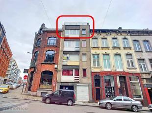 Lot de 2 studios en bon état général aux 4e et 5e étages d'un petit immeuble bien situé en centre-ville comprenant