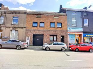 Spacieuse maison à rafraîchir bien située à proximité immédiate des divers services (commerces, TEC,...) comp