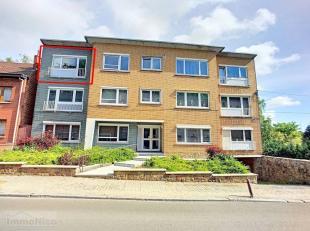 Très bel appartement au 2ème (dernier) étage d'un immeuble de 7 entités, bien situé dans le centre-ville à p