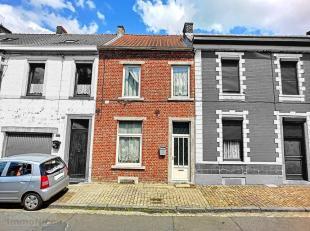 Bonne maison à rénover très bien située ds rue calme à proximité immédiate des divers services (comme