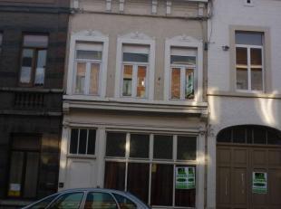 Belle maison avec une rendement locatif intéressant à début de Saint- Servais la maison se compose : REZ: appart une chambre, liv