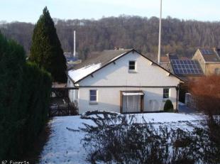 Villa 4façades type bel- étage, située à Sclayn, entre Andenne et Namur.Elle se compose: REZ: garage avec la chaudi&egrave
